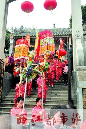 观巡游放水灯 传统民俗庆典彰显梧州文化旅游魅力