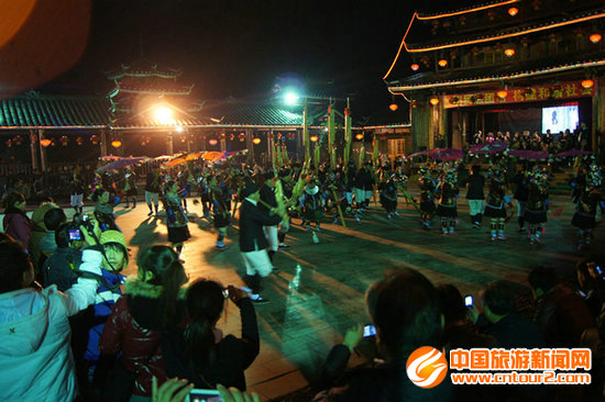 旅游投资商在观看侗族风情表演