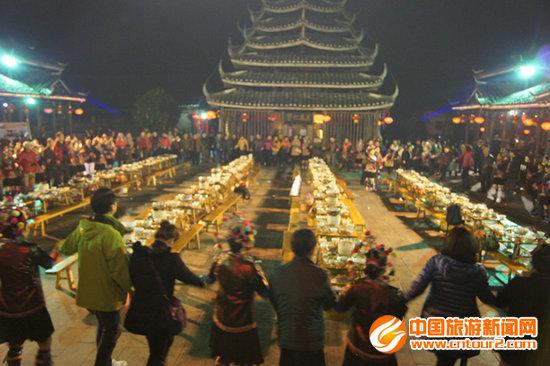 旅游投资商体验侗族百家宴并参与多耶舞